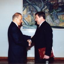 С президентом Азербайджана Гейдаром Алиевым; май 1998 г.
