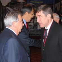 С Е.М. Примаковым и С.В. Лавровым на международной конференции по ТЭК; Москва, 2004 г.