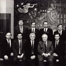Нефтяные «генералы» Тюменской области с начальником  Главтюменнефтегаза В.И. Грайфером (в центре); г. Тюмень, 1990 г.